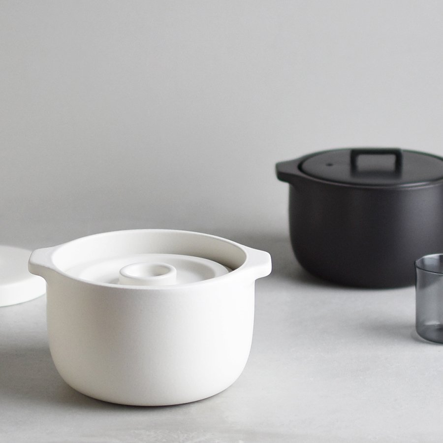 KAKOMI rice cooker in white and black