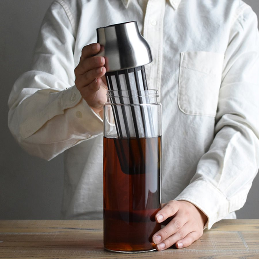 CAPSULE cold brew carafe with filter insert being removed