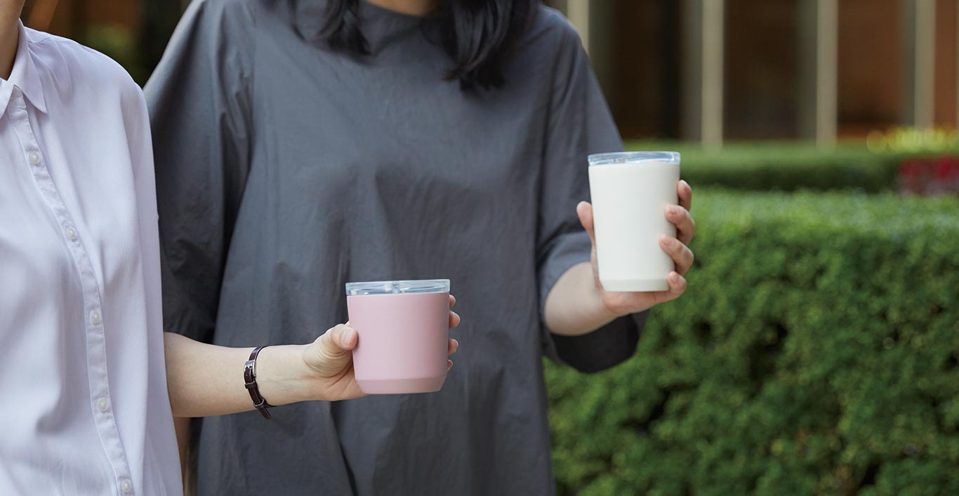 The 240ml TO GO tumbler in pink and 360ml TO GO tumbler in white