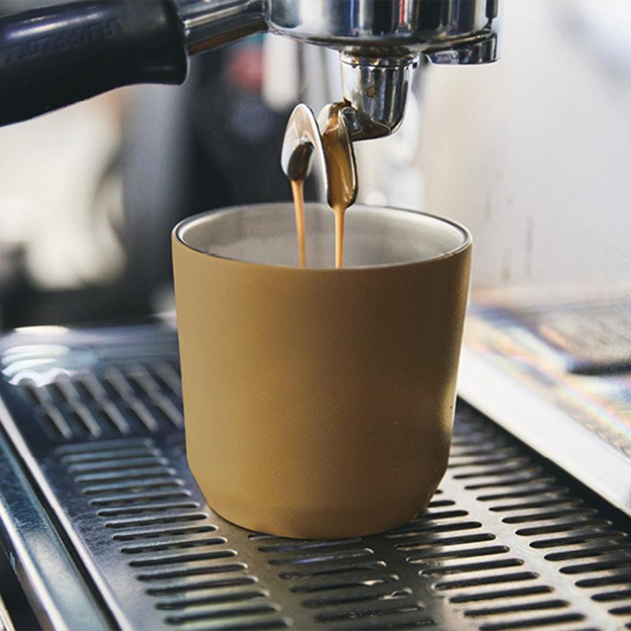 Coffee machine pouring espresso into a TO GO tumbler 240ml in coyote